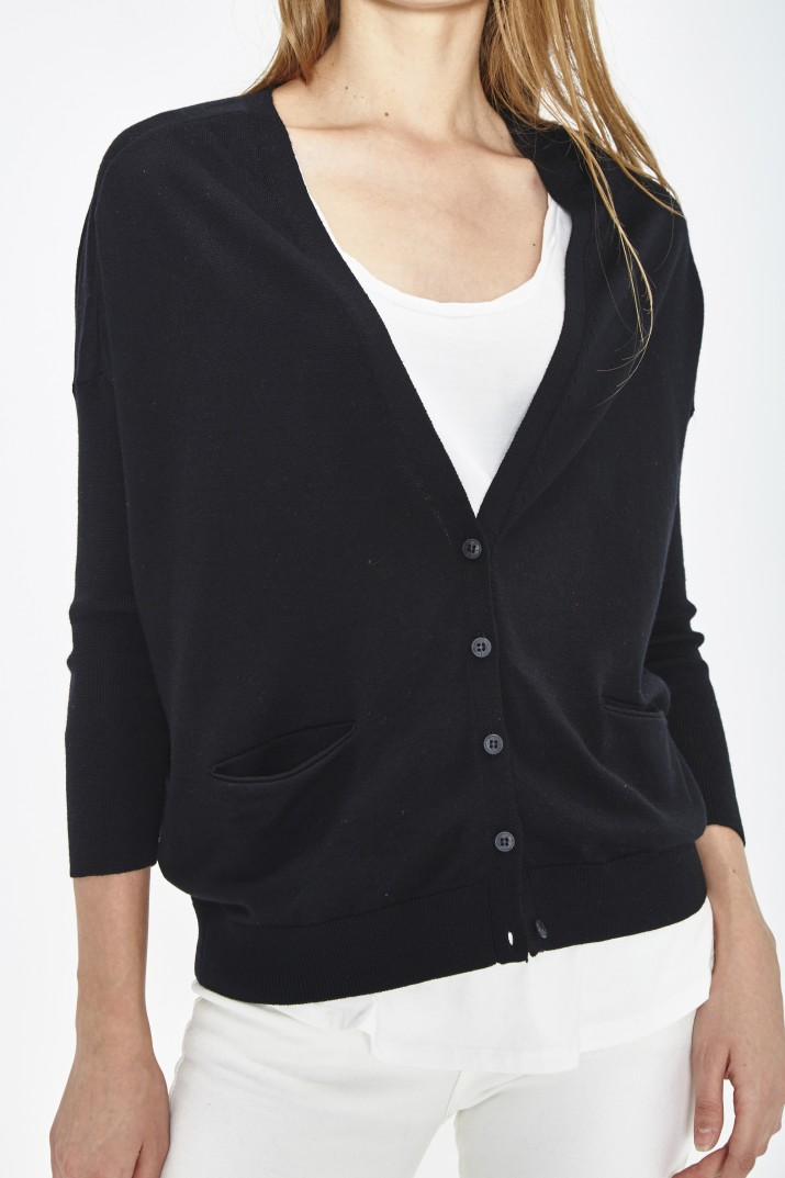 CARDIGAN EN ECO LAINE MERINOS EXTRAFINE ET BOUTON BIODEGRADABLE