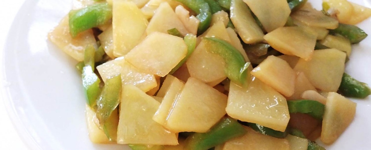 Stir-fried Organic potatoes with green peppers